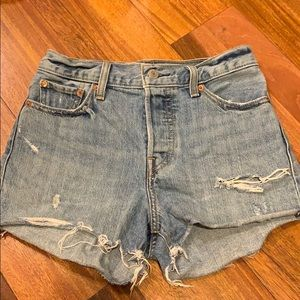 Levi's mid/high rise shorts